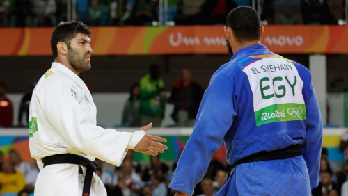 Egypt_israel_judo_hand_shake_rio-olympics-judo-men_webf_ap