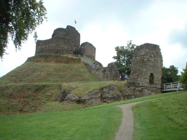 Launceston_Castle_-_geograph.org.uk_-_22242